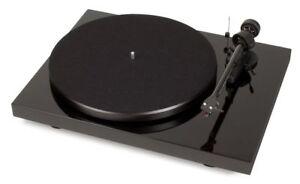 Pro-Ject Debut Carbon Phono USB - OM10 cartridge Piano Black turntable Ortofon