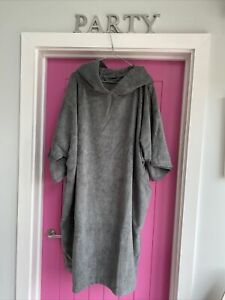 Winthome Towelling Robe For Changing Bath Swim Pockets Hood. Grey Size M Unisex