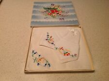 Vintage Ladies Boxed Floral Embroidered New Set of 3 Handkerchief Hankies Hanky