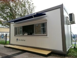 Catering container, portable kitchen, mobile kitchen