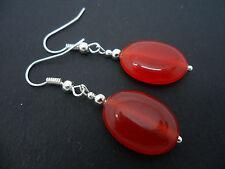 Un par de simple rojo Jade Plata Plateado Pendientes. nuevo.