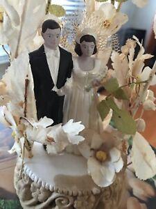 Lovely Vintage 1940's Bride & Groom Chalkware Cake Top w/Flowers & Bell #345