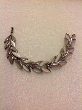 VTG CROWN TRIFARI Signed Silver Tone Leaf Clasp Metal Bracelet