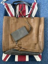 Timothy Oulton Leather Shoulderbag XL With Small Wallet In UK Theme Dustbag