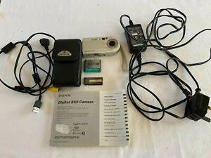Sony Cyber-shot DSC-P150  MPEGMOVIE VX 7.2MP  Carl ZEISS Digital Camera - Silver
