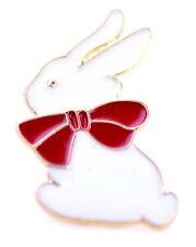 Conejo de conejo blanco lindo estupendo con una broche / perno de la pajarita