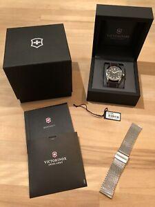 Neuwertig Victorinox Swiss Army Schweizer Uhr Infantry GMT 241649 Leder Armband