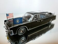 MINICHAMPS 1:43 - LINCOLN CONTINENTAL 1961 - EXCELLENT CONDITION-9+6