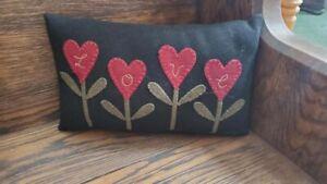 Primitive LOVE HEART Flowers Penny Rug Pillow Black ~ Handmade ~ Home Decor EUC
