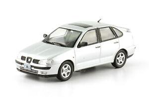 Seat Cordoba I 2000 Rare Argentina Sedan Car Diecast Scale 1:43 With Magazine