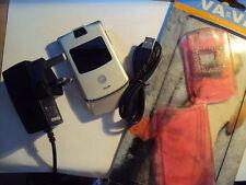 MOTOROLA Razr v3 mobile phone T-Mobile/Virgin/EE con caricabatterie + USB + NEW COVER