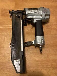 """Hitachi N5024A2 Air Pneumatic 2"""" Crown Stapler"""