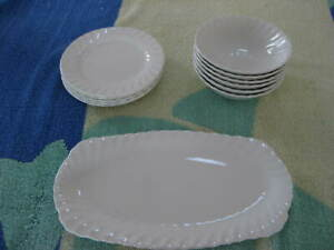 """JOHNSON BROS. ENGLAND """"REGENCY"""" DINNER SERVICE CONSISTING OG 6 DESSERT BOWLS, 6"""