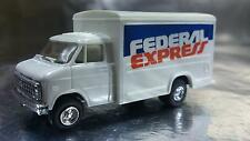 Trident 90104 Federal Express Delivery Vehicle HO 1:87 Scale
