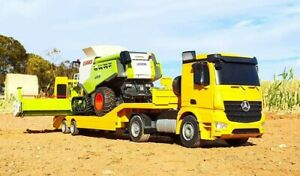 RC Claas Lexion 780 Combine Harvester & RC Mercedes Low-Loader Truck
