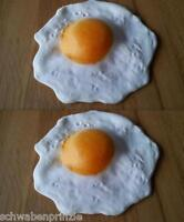 2 x Attrappe Dekoration Lebensmittelattrappe Spiegelei Ei  Plastik Lebensmittel