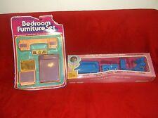 Dollhouse Furniture Miniature  lot of 2 Plastic BEDROOM & BATHROOM NEW