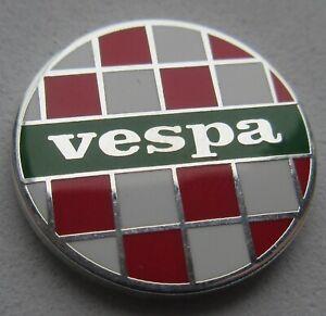 Vespa Italia 2 Tone Round Enamel Pin Badge - White / Green / Red