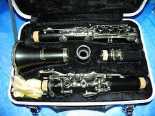 HARMONY B NOTE CLARINET BLACK WITH HARD CASE, ACCESSORIES AND INSTRUCTION BOOK