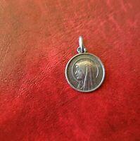 Pendentif médaille de la Vierge en argent massif   (440)