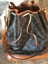 Auténtico Louis Vuitton bolso de cuero deportivo Noe lona Monogram