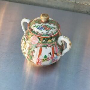 Nice old chinese Famille Rose pot, covered