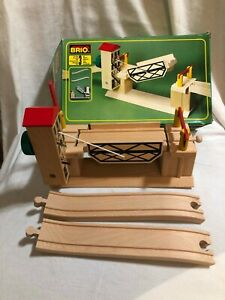 RARE edition BRIO LIFTING  DRAWBRIDGE #33357  Wood Sweden