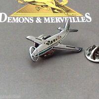 Pin's Folies ***  Demons & Merveilles Avion plane aircraft Fond vert