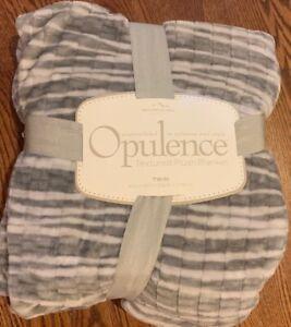 Berkshire Blanket Opulence Twin Textured Plush Fleece Blanket Gray White NWT