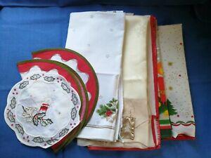 8 x Weihnachtsdeckchen, Tischdecken, verschiedene Größen mit Weihnachtsmotiv