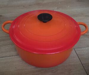 Large Le Creuset Cast Iron Round Casserole Pot 26.5cm Volcanic Orange F size