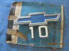 NOS 1969-1970 CHEVROLET TRUCKS 10 FRONT FENDER EMBLEM-CASTING NO. 3956974