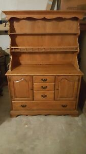 ethan allen early fifties dinner table 2 leafs 5 chairs and a Hutch