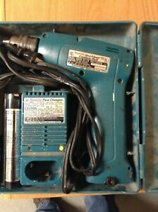 Makita 6002D 10mm Cordless Drill and Charger Battery and case working