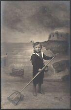 Photographie. Photomontage. Enfant à la peche. vers 1920