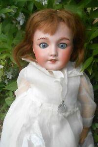 Ancienne poupée UNIS-FRANCE système parleur costume Communiante début 1900 !