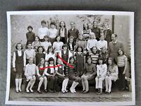 Mädchen Minirock  Kniestrümpfe     Schulmädchen Klassenfoto 1971 Foto