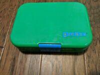 Yumbox Bento Box Lunchbox for Kids Leak Proof Green Divider Blue Latch EUC
