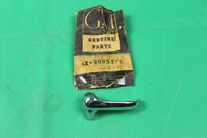NOS GENUINE GM RIGHT PASS SIDE LOCKING VENT WINDOW HANDLE 51-54 CHEVY 3695416
