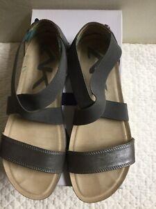 Anne Klein  AK SPORT AK7QISTINA Shoe Sandal Pewter open toe sz 7