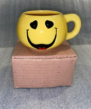 1998 Smiley Face Coffee Mug Yellow Happy Smiling Cup Heart Shaped Eyes with Box