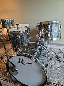 ROGERS HOLIDAY VINTAGE DRUMSET