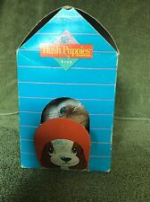 """VTG HUSH PUPPIES KIDS 4½"""" PLUSH BROWN AND WHITE DOG IN DOGHOUSE BOX"""