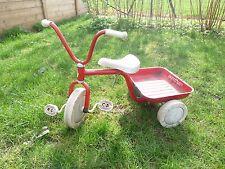 Ancien tricycle Winther en métal rouge avec son plateau