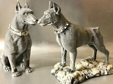 Dobermans hundefiguren aus Russland