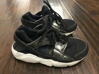 Grade School Youth Size Nike Huarache Run SE