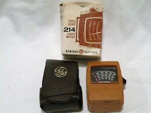 Vintage GE Footcandles Light Meter Type 214 Color and Cosine Corrected w/Case