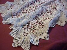 DESSUS DE TABLE en crochet 95 cm x 86 cm