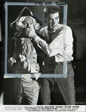 """1967 Press Photo Milton Berle & Jim Hutton in """"Who's Minding the Mint?"""" Film"""