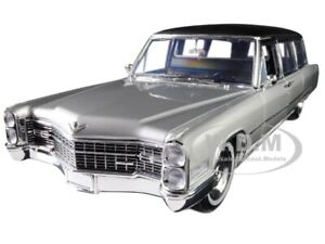 1966 CADILLAC LIMOUSINE SILVER/ BLACK PRECISION COLLECTION 1/18 GREENLIGHT 18005